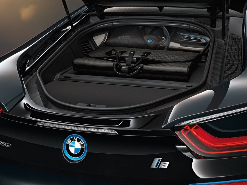 P90144150 highRes BMW i8 Louis Vuitton Luggage
